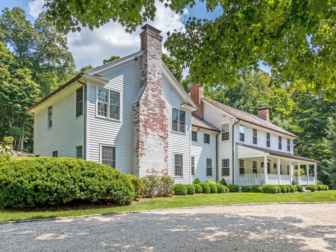 Idyllic Washington Ct Colonial on Billionaire Row